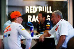 Гонщик Red Bull Racing Макс Ферстаппен и спортивный консультант Red Bull Хельмут Марко