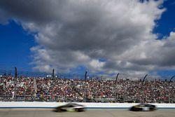 Курт Буш, Stewart-Haas Racing Ford и Рид Соренсон, Premium Motorsports Toyota