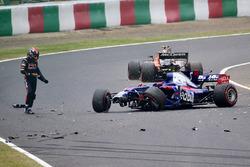 Carlos Sainz Jr., Scuderia Toro Rosso STR12 se crashe