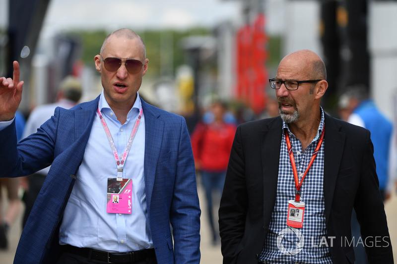 Trent Smyth y Norman Howell, Formula One Director de comunicaciones globales