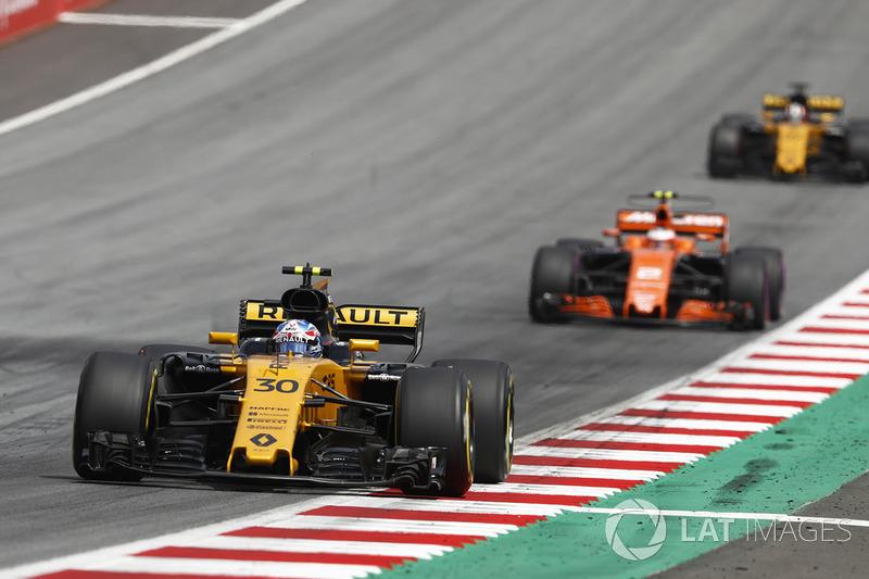 Jolyon Palmer, Renault Sport F1 Team RS17, Stoffel Vandoorne, McLaren MCL32, Nico Hulkenberg, Renault Sport F1 Team  RS17