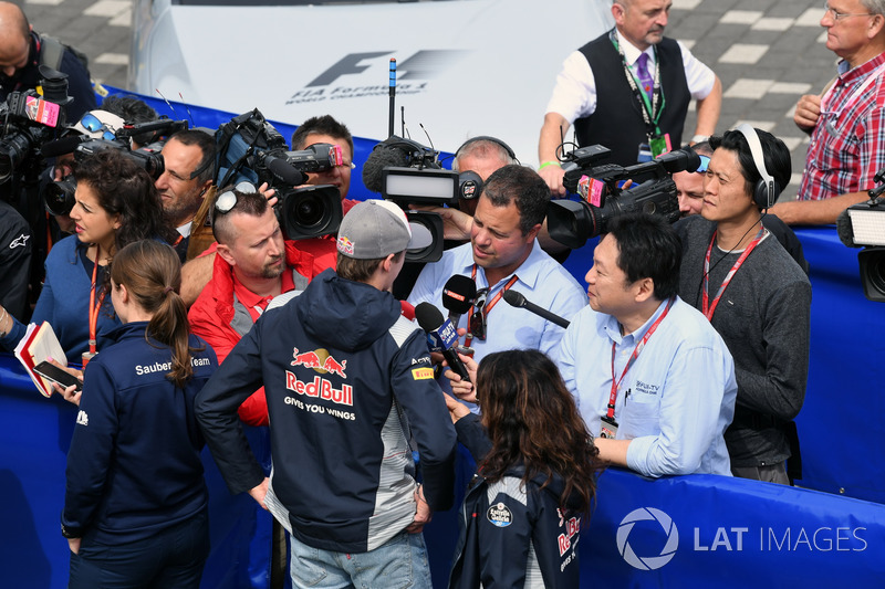 Daniil Kvyat, Scuderia Toro Rosso talks, Ted Kravitz, Sky TV