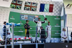 Podium: tweede plaats Jack Aitken, ART Grand Prix, Racewinnaar George Russell, ART Grand Prix, derde