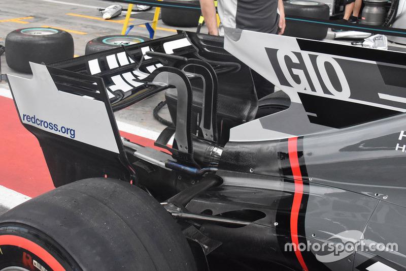 Haas F1 Team VF-17, ala posteriore