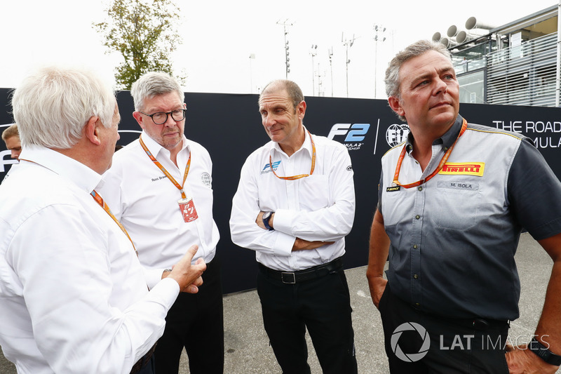 Charlie Whiting, Ross Brawn, Bruno Michel ve Mario Isola, Yeni 2018 F2 aracı tanıtımında