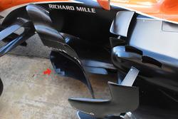 Detalle de bargeboard de McLaren MCL32