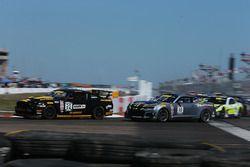 #32 Phoenix Performance, Ford Mustang Boss 302: Andrew Aquilante; #10 Blackdog Speed Shop Chevrolet