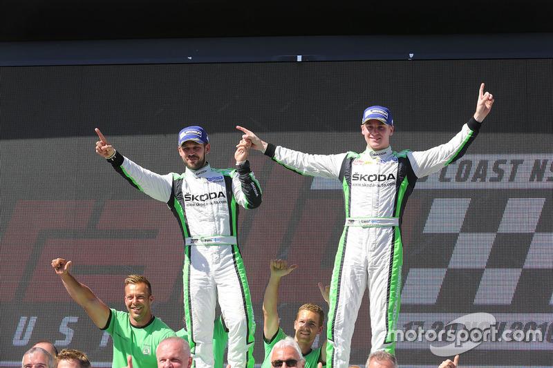 Podio WRC2: i vincitori Esapekka Lappi, Janne Ferm, Skoda Fabia R5