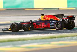 Daniel Ricciardo, Red Bull Racing RB13, stops on track