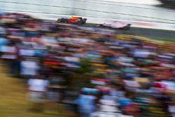 Max Verstappen, Red Bull Racing RB13 y Sergio Pérez, Force India VJM10