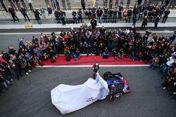 Daniil Kvyat, Scuderia Toro Rosso y Carlos Sainz Jr., Scuderia Toro Rosso revelan el Scuderia Toro R