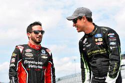Joey Logano, Team Penske Ford y Joey Gase, Jimmy Means Racing Chevrolet
