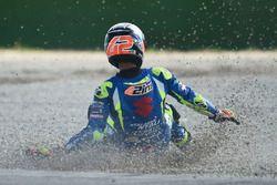 Sturz: Alex Rins, Team Suzuki MotoGP crash