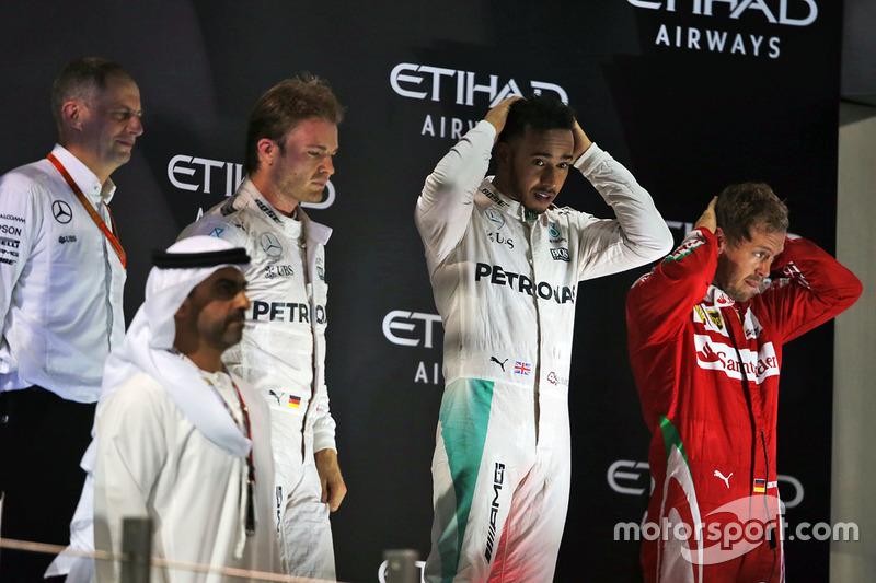 Podio: ganador de la carrera Lewis Hamilton, Mercedes AMG F1, Podio: segundo lugar y campeón del mun