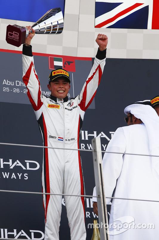 Ganador de la carrera  Nyck De Vries, ART Grand Prix  World