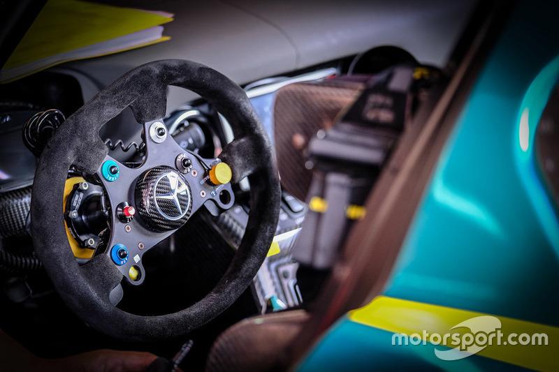 #52 SAITAMA TOYOPET Green Brave, Mercedes-Benz SLS AMG GT3: Cockpit