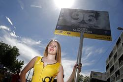 Grid kızı, Joey Mawson, Van Amersfoort Racing, Dallara F317 - Mercedes-Benz