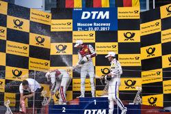 Podio: il vincitore della gara René Rast, Audi Sport Team Rosberg, Audi RS 5 DTM, il secondo classif