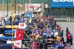 Carlos Munoz, A.J. Foyt Enterprises Chevrolet, Charlie Kimball, Chip Ganassi Racing Honda pit lane,