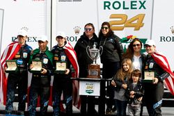 Race winner #10 Wayne Taylor Racing Cadillac DPi: Ricky Taylor, Jordan Taylor, Max Angelelli, Jeff Gordon with family