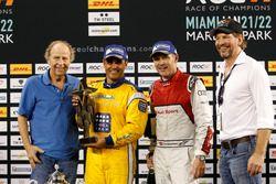 Podium: winnaar Juan Pablo Montoya, 2e plaats Tom Kristensen en Fredrik Johnsson, RoC