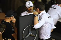 Valtteri Bottas, Mercedes AMG F1, Lewis Hamilton, Mercedes AMG F1, Toto Wolff, Mercedes-Motorsportchef