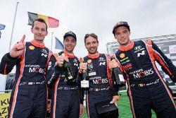 Les vainqueurs Thierry Neuville, Nicolas Gilsoul, Hyundai Motorsport, les deuxièmes, Hayden Paddon, Sebastian Marshall, Hyundai Motorsport