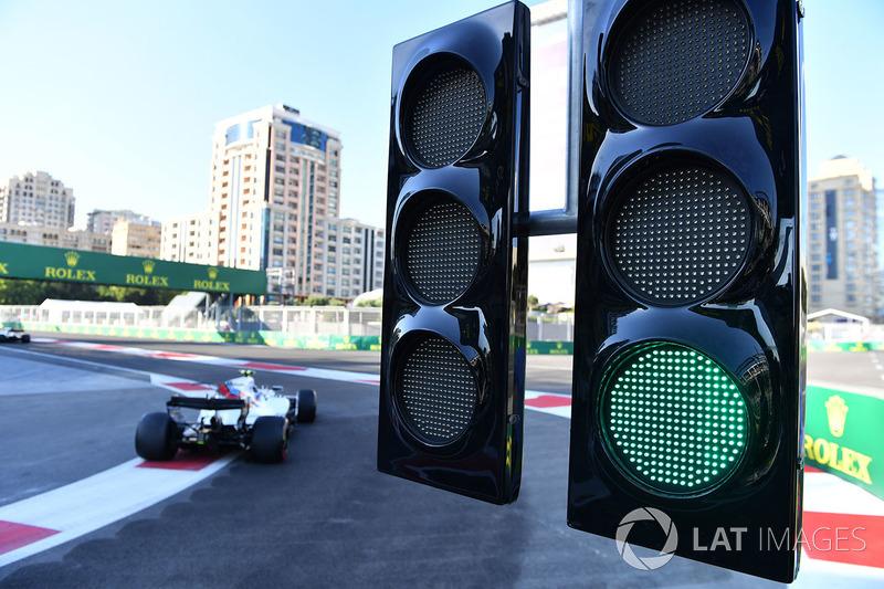 Com todos os incidentes, Lance Stroll se viu na segunda posição, faltando poucas curvas para o fim.