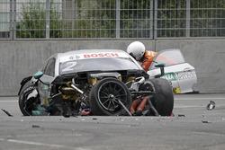 L'auto di Gary Paffett, Mercedes-AMG Team HWA, Mercedes-AMG C63 DTM dopo l'incidente
