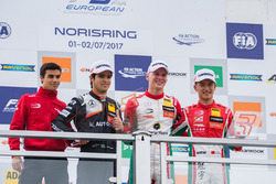 Podio: Ganador de la carrera Maximilian Günther, Prema Powerteam Dallara F317 - Mercedes-Benz, segun
