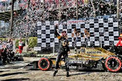 James Hinchcliffe, Schmidt Peterson Motorsports Honda, sur le podium