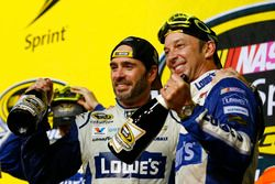 2016 Champion and race winner Jimmie Johnson, Hendrick Motorsports Chevrolet with crew chief Chad Knaus