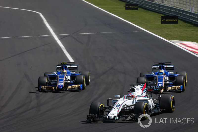 Paul di Resta, battles with Marcus Ericsson, Sauber C36 and Pascal Wehrlein, Sauber C36