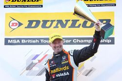 Yarış galibi Gordon Shedden, Halfords Yuasa Racing Honda Civic Type R