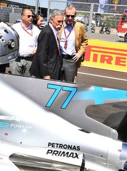 Председатель Formula One Group Чейз Кэри, Лука Колаянни и Шон Братчес
