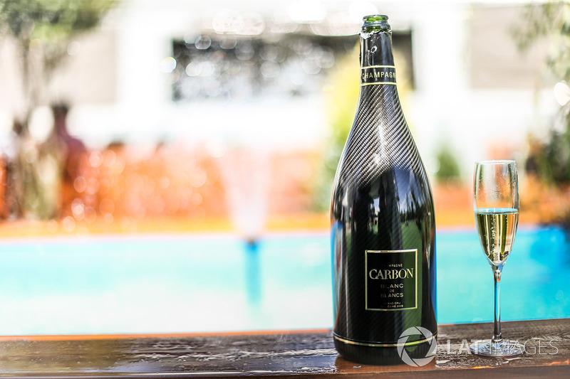 Шампанське Carbon