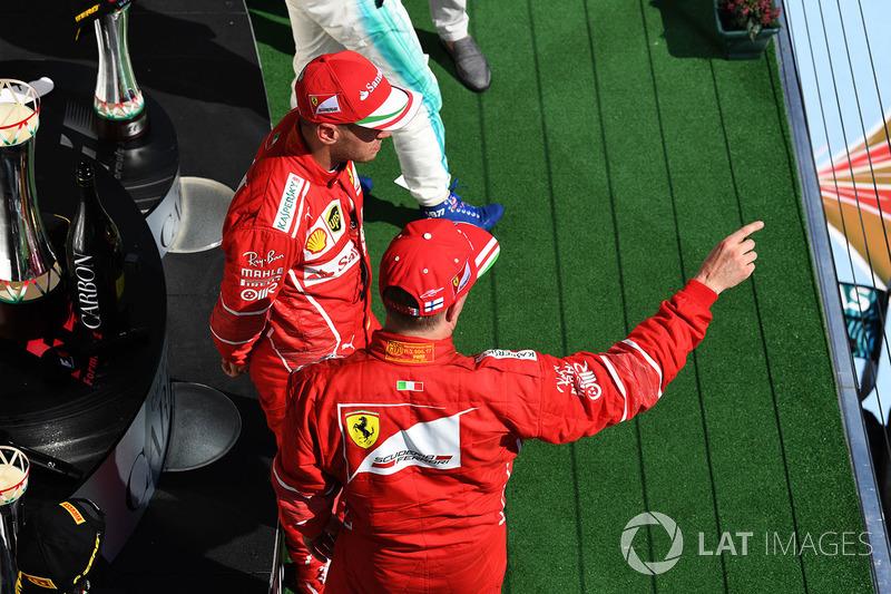 Podio: il vincitore della gara Sebastian Vettel, Ferrari, il secondo classificato Kimi Raikkonen, Ferrari