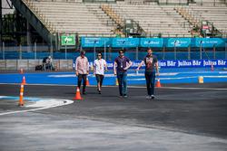 Dario Franchitti, TV Commentator and Scott Mitchell of Autosport magazine walk the track
