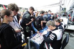 Mike Conway, Kamui Kobayashi, Yuji Kunimoto, Toyota Racing