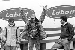 Podio: il vincitore della gara Gilles Villeneuve, Ferrari, il secondo classificato Jody Scheckter, Wolf, il terzo classificato Carlos Reutemann, Ferrari