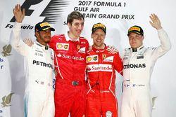 Podio: ganador Sebastian Vettel, Ferrari, Mercedes AMG F1 Lewis Hamilton el segundo lugar y tercer l