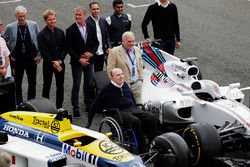 Sir Frank Williams, Patrick Head, Williams FW40 y FW11 Honda. Behind, Damon Hill, Nico Rosberg, Davi