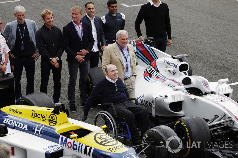 Sir Frank Williams, Patrick Head, le Williams FW40 e FW11 Honda. Dietro, Damon Hill, Nico Rosberg, D