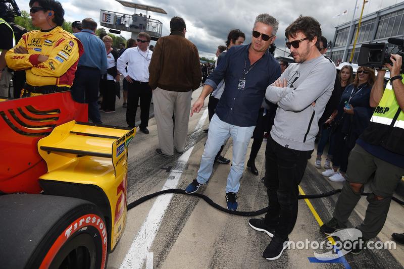 A preparação começou de imediato. Ainda em abril, Alonso acompanhou de perto a etapa do Alabama para entender melhor o método de trabalho da Indy. Seu auxiliar a todo momento foi o veterano Gil de Ferran.