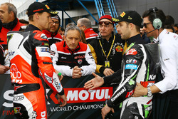 Polesitter Jonathan Rea, Kawasaki Racing, Chaz Davies, Ducati Team in qualifying parc ferme