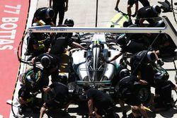 Valtteri Bottas, Mercedes AMG F1 W08, maakt een pitstop