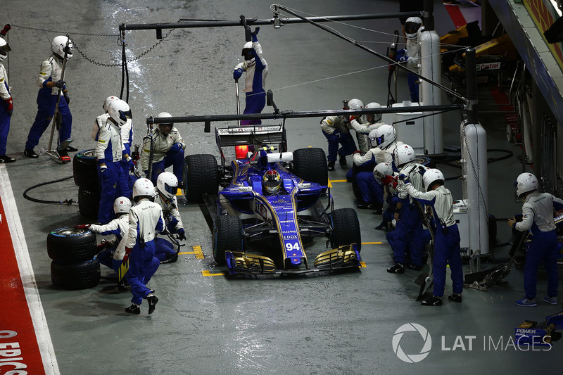 Pascal Wehrlein, Sauber C36-Ferrari ai box