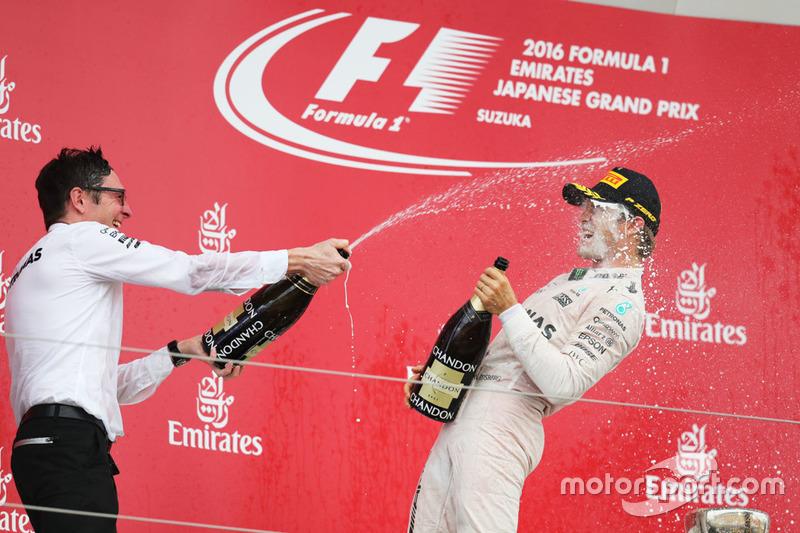Podium: ganador, Nico Rosberg, Mercedes AMG F1 y Andrew Shovlin, Mercedes AMG F1