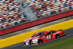 Michael Annett, HScott Motorsports Chevrolet, Matt DiBenedetto, BK Racing Toyota