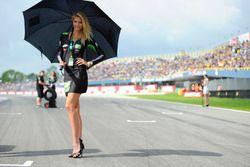 Hermosa chica de Drive M7 SIC Racing Team